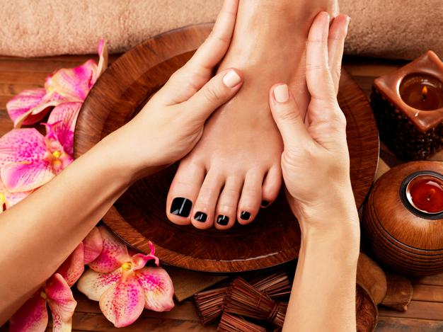 massage-woman-s-foot-spa-salon-beauty-treatment-concept_186202-8897